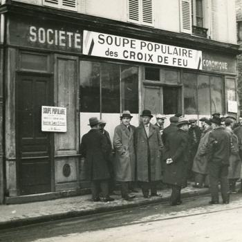 Queue in front of the Croix-de-Feu soup kitchen, Paris, around 1935.